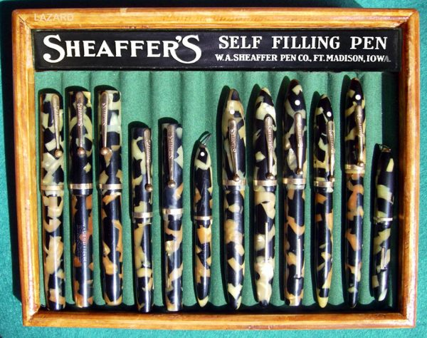 A Tray with 1920 and 1930 Sheaffer'S black and pearl.