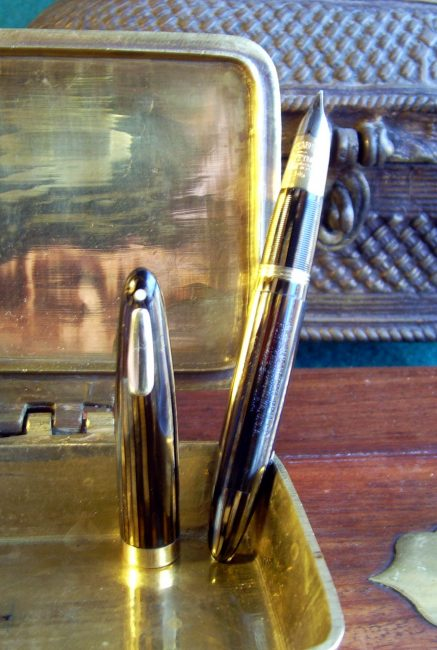 Sheaffer´S Tuckaway post-war: Triumph Lifetime nib, clasp and spiral finger grip.